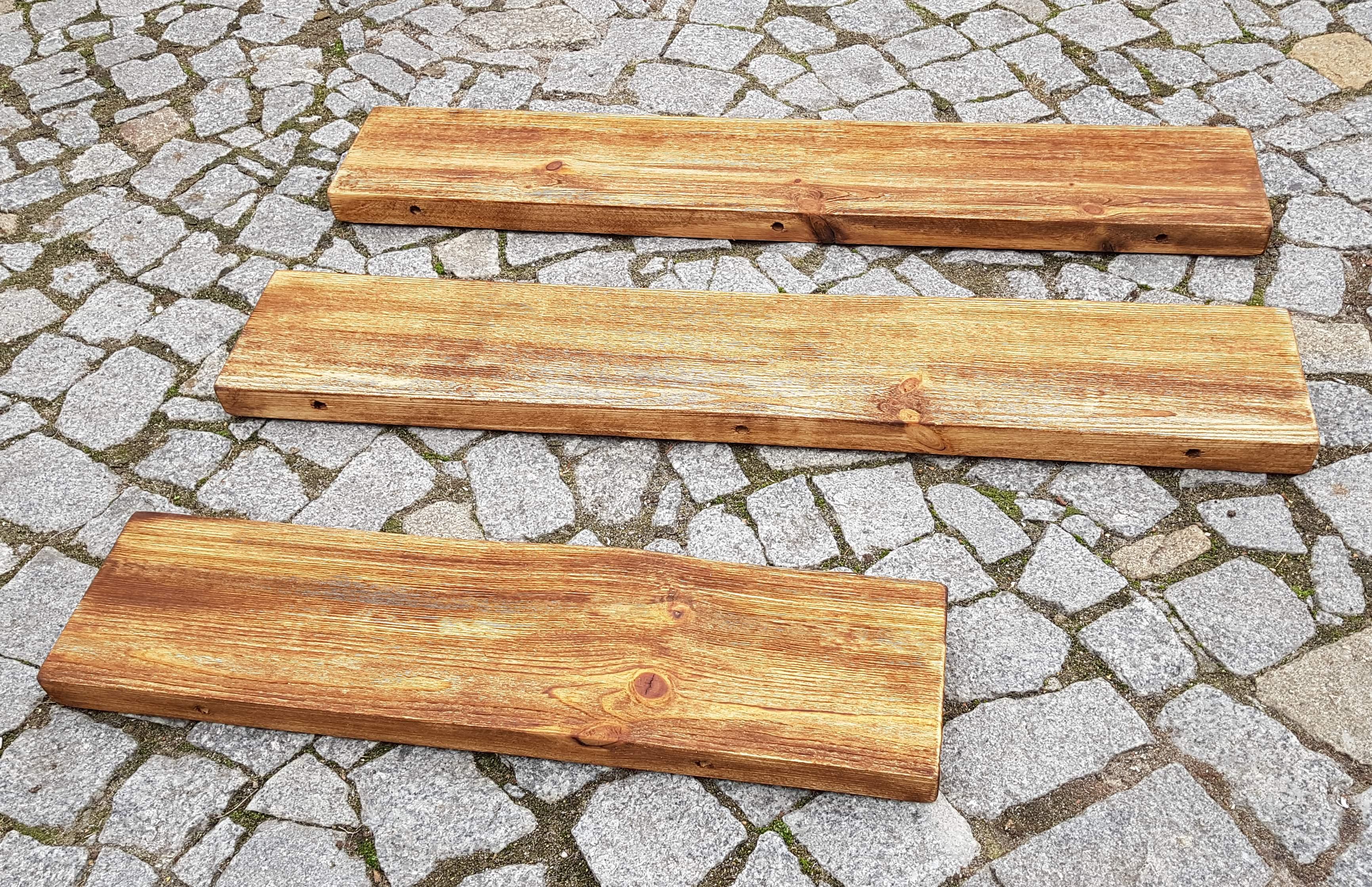Półki Z Drewna Litego Z Naturalną Krawędzią Przygotowane Pod Niewidoczny Montaż